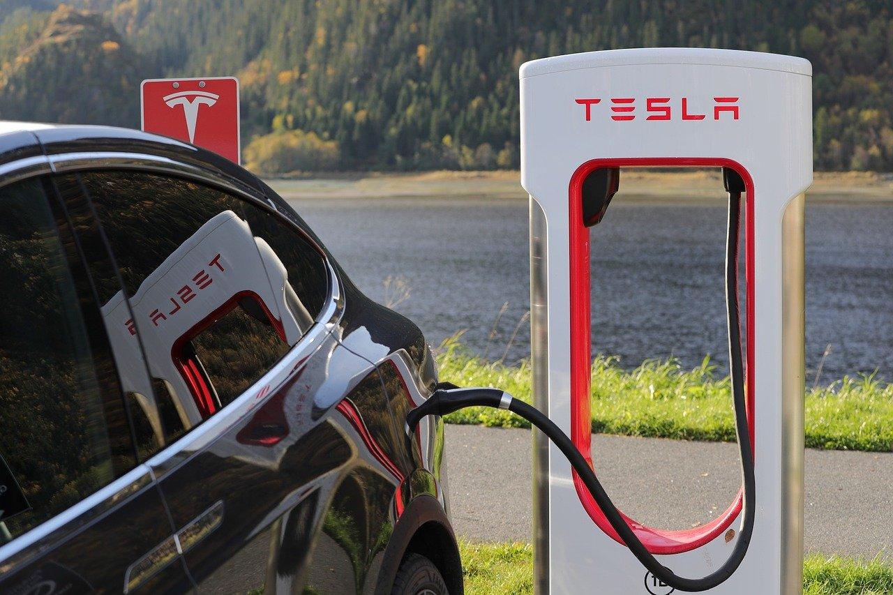 Plusy i minusy elektromobilności